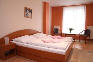 Postel nebo postele na pokoji v ubytování Milotín