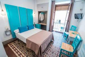 A bed or beds in a room at Hostal Veronica Centro