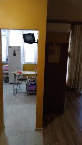 Kuchnia lub aneks kuchenny w obiekcie уютная квартира с новым ремонтом