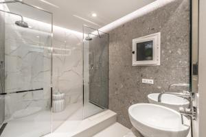 A bathroom at La Torretta Lodge