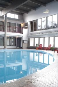 The swimming pool at or near Maligne Lodge