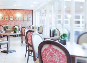 A restaurant or other place to eat at Champneys Tring