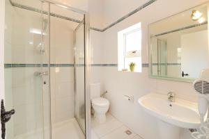 A bathroom at Mariblu Hotel