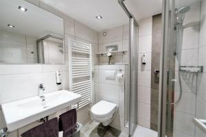 Ein Badezimmer in der Unterkunft Löwen Hotel & Restaurant