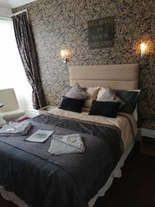 A bed or beds in a room at The Garnett