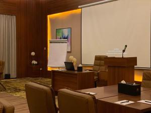 Uma área de estar em Masharef Al Modon Hotel Suites