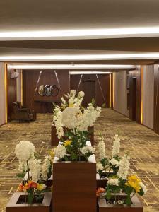 Um restaurante ou outro lugar para comer em Masharef Al Modon Hotel Suites