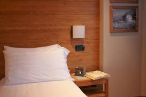 A bed or beds in a room at Hotel Larice Bianco