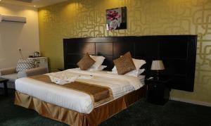 Cama ou camas em um quarto em Hayat Elite Hotel