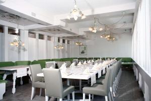 Ein Restaurant oder anderes Speiselokal in der Unterkunft Stern