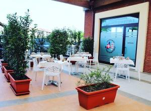 A restaurant or other place to eat at Turin Airport Hotel & Residence