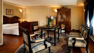 A restaurant or other place to eat at Hotel Residence Hebros