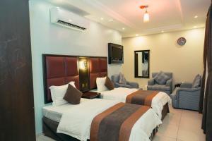 Cama ou camas em um quarto em Almarjane 1 Furnished Apartments