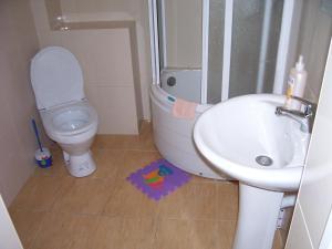 Ванная комната в Балтийский Бриз наем жилых комнат у моря