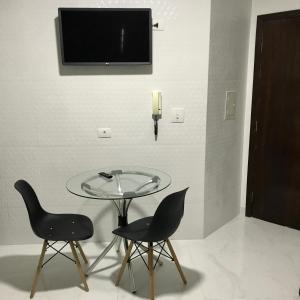 A television and/or entertainment center at Studio com AR - UEM e Novo Centro