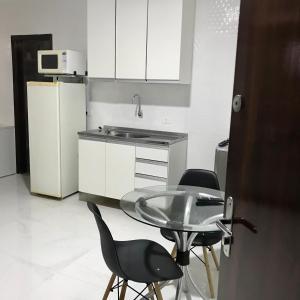 A kitchen or kitchenette at Studio com AR - UEM e Novo Centro