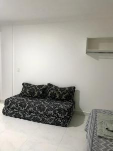 A seating area at Studio com AR - UEM e Novo Centro