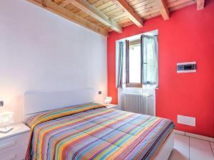 Letto o letti in una camera di Modern Holiday Home with Swimming Pool in Gravedona