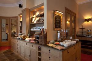 Ein Restaurant oder anderes Speiselokal in der Unterkunft Hotel Imperial