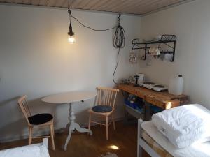 Ett kök eller pentry på Brådtom Slusscafé & Stugor