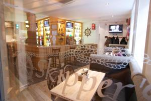 A restaurant or other place to eat at The Kirkwall Hotel
