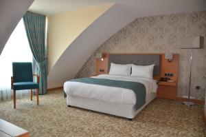 A bed or beds in a room at Çınarpark Hotel