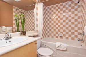 Ein Badezimmer in der Unterkunft Lord Stanley Suites On The Park