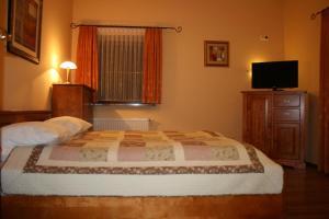 Łóżko lub łóżka w pokoju w obiekcie Willa Amalia