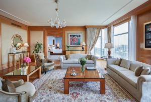 Ein Sitzbereich in der Unterkunft Four Seasons Hotel Cairo at Nile Plaza