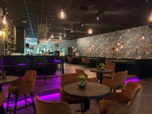 The lounge or bar area at Van der Valk Hotel Rotterdam - Blijdorp