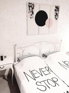 A bed or beds in a room at Ninas dream