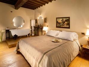 Кровать или кровати в номере Graziella Patio Hotel