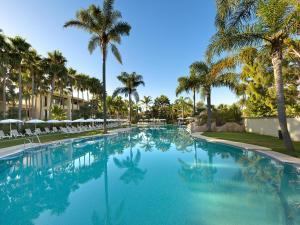 Het zwembad bij of vlak bij BlueBay Banús
