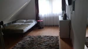 A bed or beds in a room at Pokoje przy Parku Oliwskim