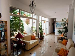 A seating area at Hotel Calabattaglia
