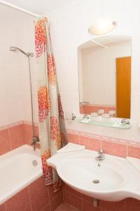 Ein Badezimmer in der Unterkunft Ivana Palace Hotel