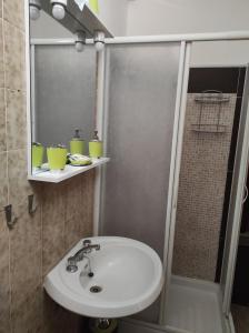 A bathroom at MONOLOCALI DA VINCI