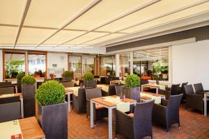 Ein Restaurant oder anderes Speiselokal in der Unterkunft Hotel Restaurant Lamm