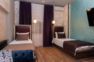 A bed or beds in a room at Mia Milano Hotel