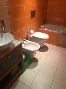 A bathroom at Vistabella