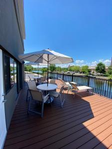 A balcony or terrace at Best Western Plus Landmark Inn