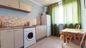 Кухня или мини-кухня в ABBA Apartments