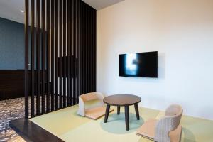 A television and/or entertainment centre at Wires Hotel Shinagawa Seaside