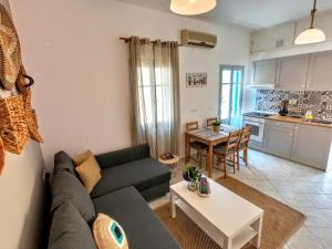 A seating area at Ritzi Apartment