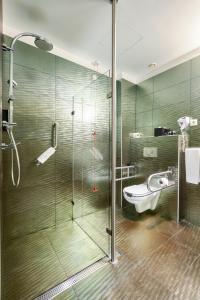 A bathroom at Sintra Bliss Hotel