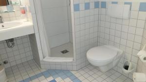A bathroom at Löwen Hotel Arian
