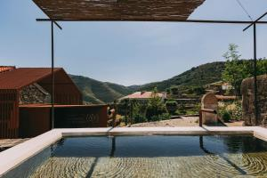 The swimming pool at or close to Ventozelo Hotel & Quinta