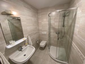 Łazienka w obiekcie Hotel Grant