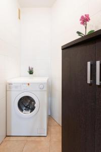 A bathroom at Apartment Sunny Tejita