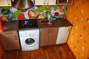 Кухня или мини-кухня в Apartment on Prospekt Truda